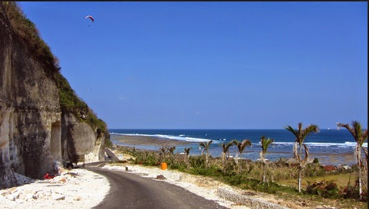 foto jalan Di Pantai Pandawa