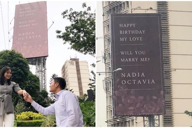 Heboh! Presenter TV Ini Dilamar Kekasihnya Pakai Baliho di Jakarta