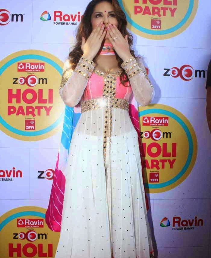 Sunny Leone Unseen Photos In Beautiful White Dress