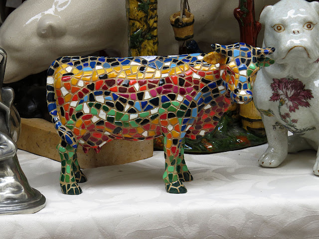 Harlequin cow, Le Village St-Paul, Paris