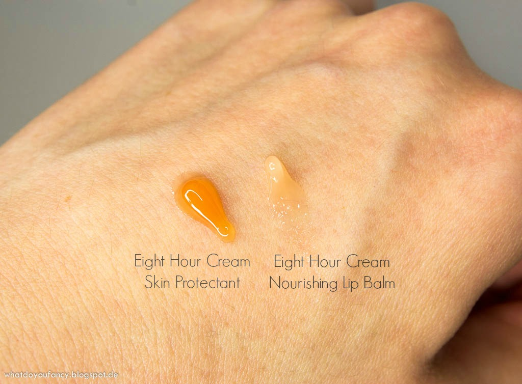 Elizabeth Arden Eight Hour Nourishing Lip Balm SPF 20 und Original Eight Hour Cream aufgetragen auf dem Handrücken