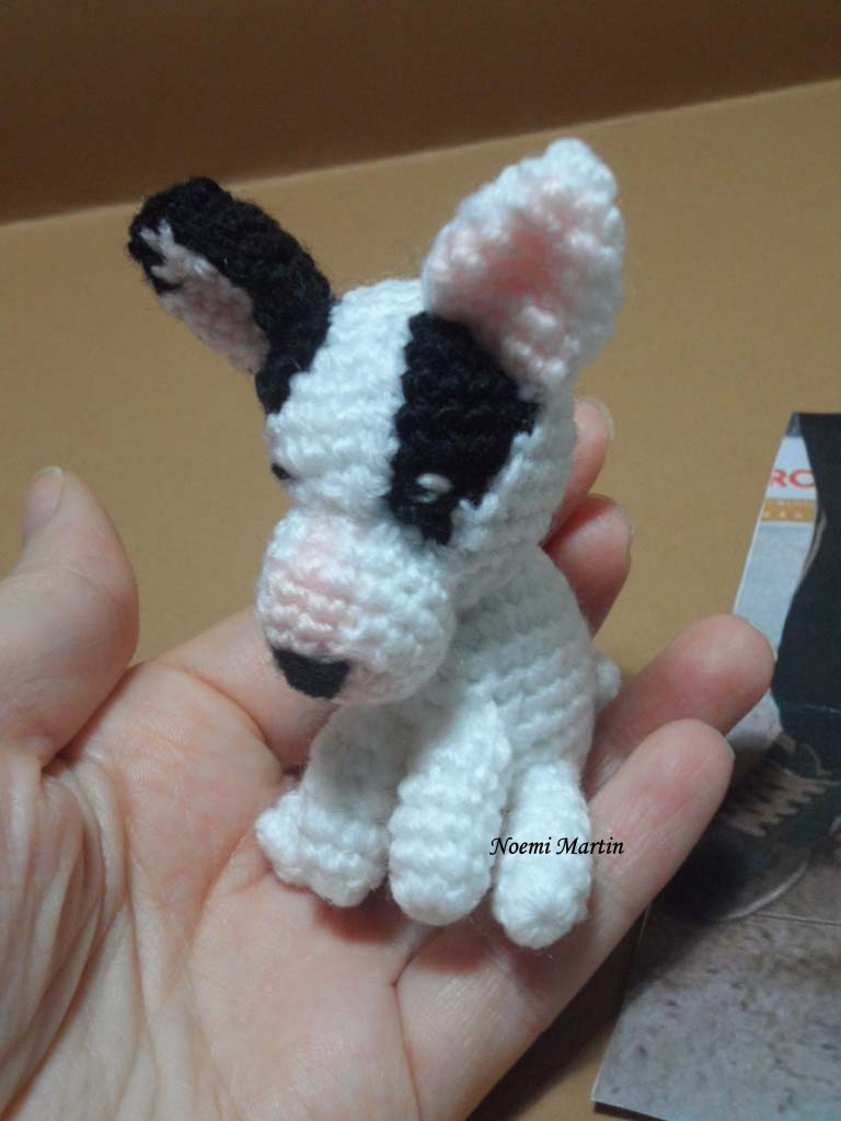 http://agujalanaytijeras.blogspot.com.es/2014/01/bull-terrier-amigurumi-personalizado.html