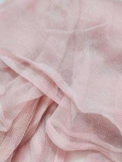 kain tile terbuat dari