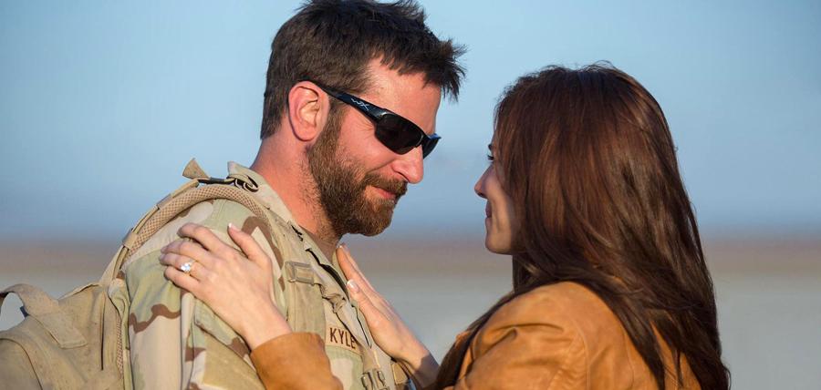 Bradley Cooper şi Sienna Miller în drama American Sniper