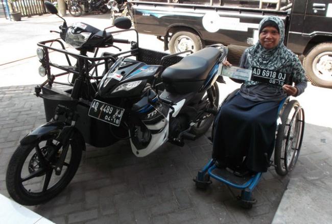 BENGKEL MODIFIKASI SEPEDA MOTOR PENYANDANG DISABILITAS