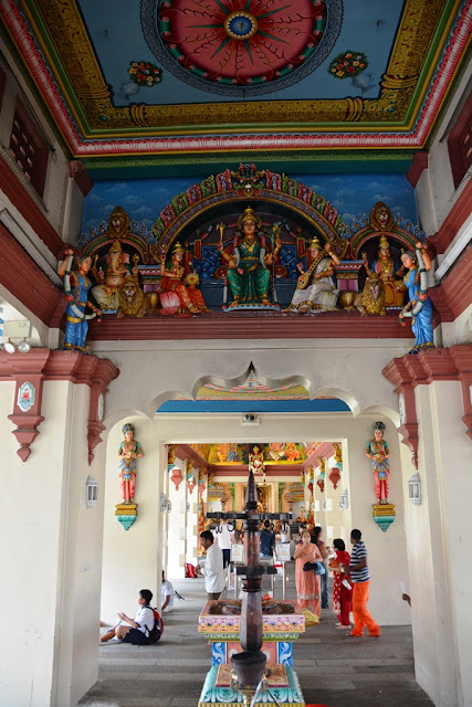 Sri Mariamman Temple Singapore hall