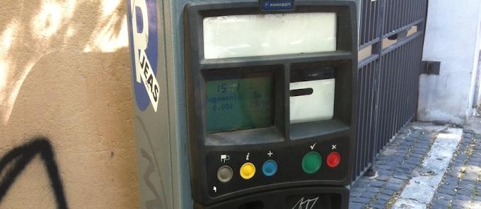 Perchè a Roma anche pagare il parcheggio è così difficile?