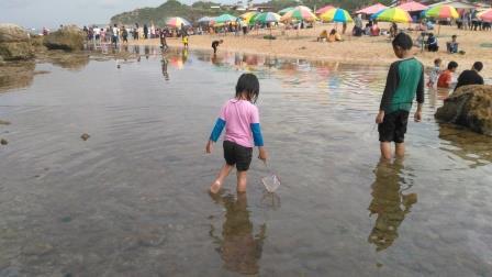 Mencari-ikan-di-pantai