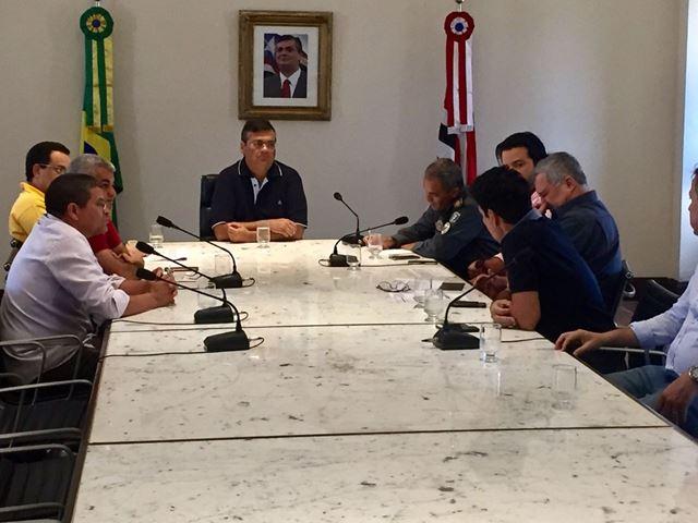 Governador Flávio Dino em reunião com empresários e rodoviários no Palácio dos Leões