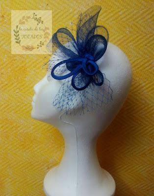 tocado para boda color azulón sencillo con crin, raso y velo