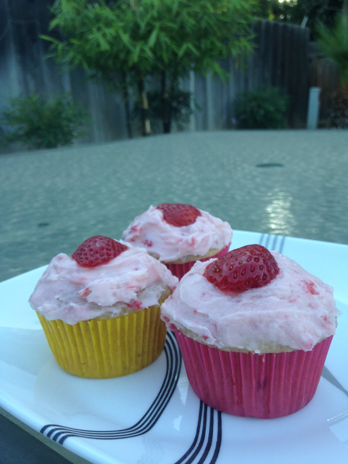 Corrie Food: Recipe from Sprinkles: Strawberry Cupcakes!