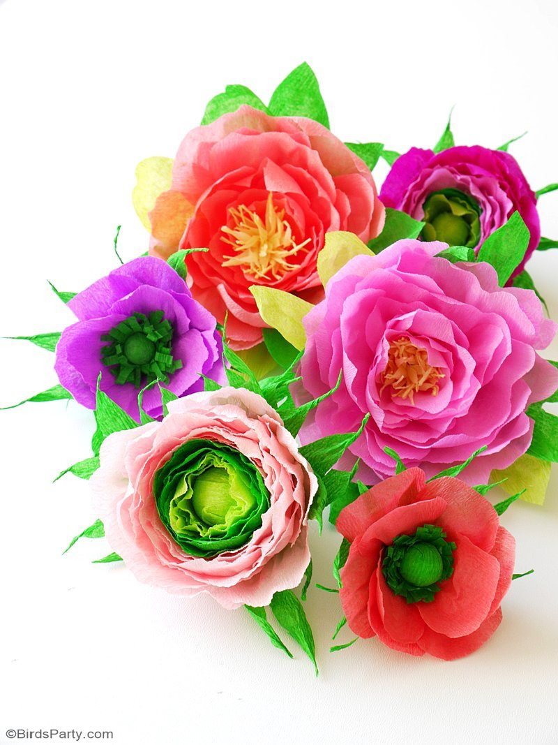 DIY Paper Flower Cake Toppers - easy and pretty decor craft to make to embellish simple birthday, wedding, bridal or baby shower cakes! by BirdsParty.com @birdsparty #diy #crafts #papercrafts #paperflowers #crepepaper #diyflowers #diypaperflowers #weddingflowers