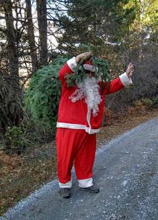 Ο Άι Βασίλης φέρνει σήμερα το Χριστουγεννιάτικο Δέντρο στον Καπνικό Σταθμό!