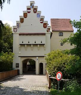 Burg Grünwald, Eingang