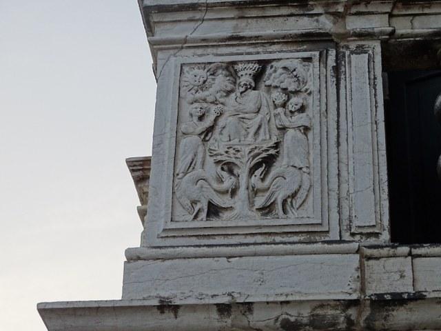 relieve fachada palacio Lezze alquimista rey sol y luna