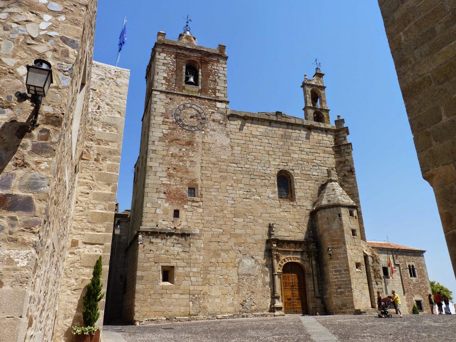 Cáceres, Plaza  e Iglesia de San Mateo.