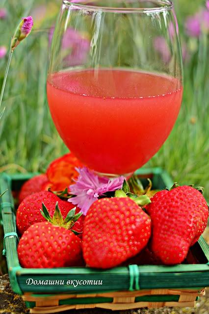 Натурален сок от ягоди