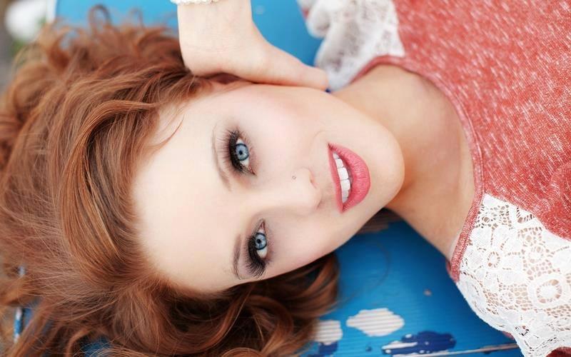Dark Pink & Red Hair Girls of America -  Hot Hollywood Girls Actress -  Hot Smiling Hollywood Girls Actress