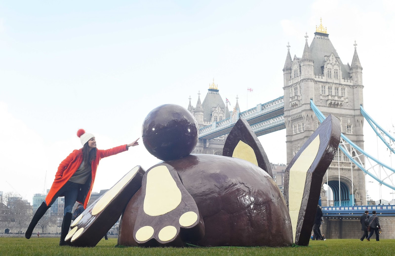 Dr. Oetker's Giant Chocolate Bunny Bum Tours The UK‏