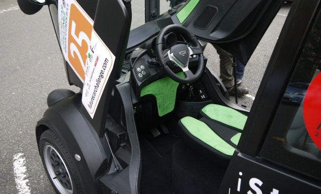 Gordon Murray T25 cockpit with central driving position