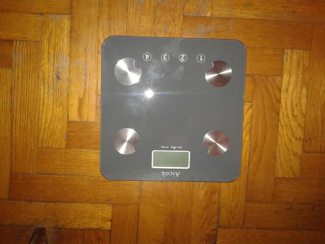 Bilancia pesapersone digitale AICOK: muscoli, grasso, acqua e ossa sotto controllo