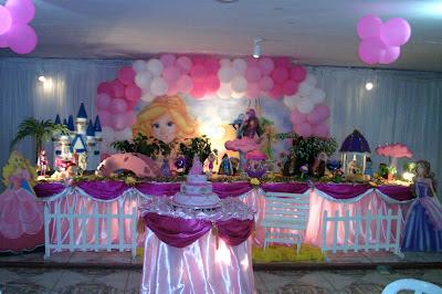 Decoração tradicional super luxo com toalhas para festa de aniversário infantil