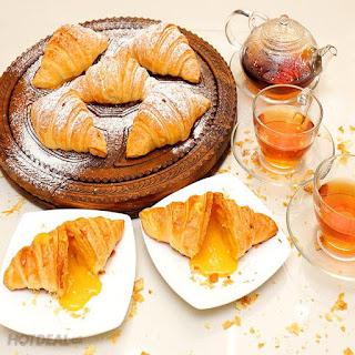 Công thức làm bánh sừng bò nhân trứng muối sự kết hợp ẩm thực Á Âu 2