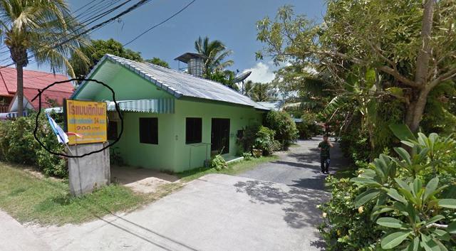 Вывеска с ценами и зеленый дом