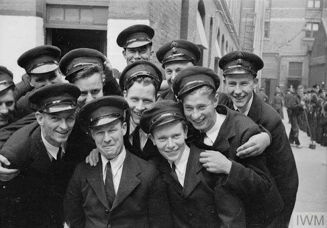 HMS Gordon graduates 17 June 1941 worldwartwo.filminspector.com
