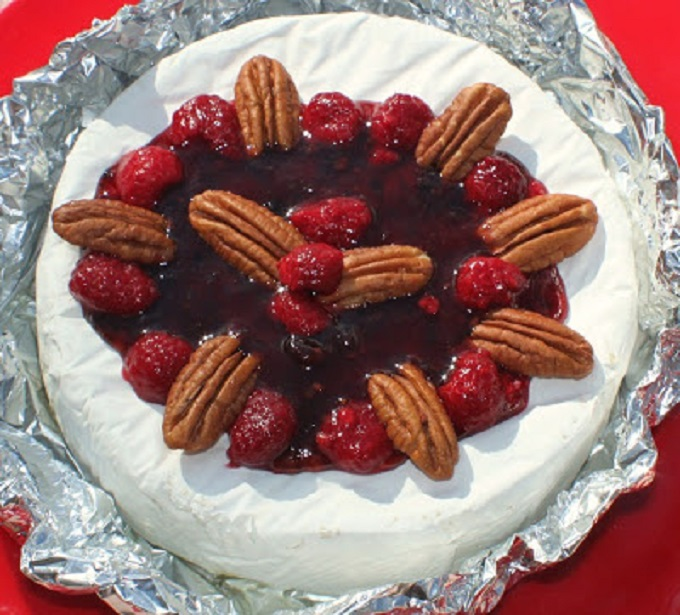 Brie with raspberry and pecans