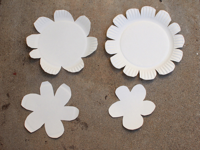 cut your paper plate flowers out