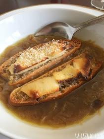 Sopa-de-cebolla-gratinada-con-queso
