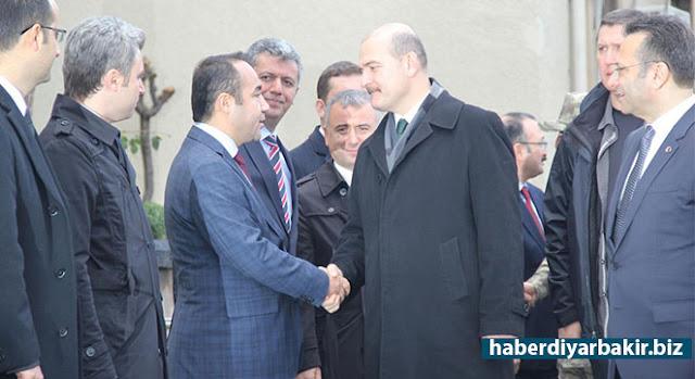 DİYARBAKIR-Bir dizi temaslarda bulunmak üzere Diyarbakır'a gelen İçişleri Bakanı Süleyman Soylu, Emniyet Genel Müdürü Selami Altınok'la birlikte Sur'da incelemelerde bulundu.