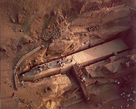 Obelisk Aswan,Tiang Obelisk Fir'aun yang Belum Berdiri