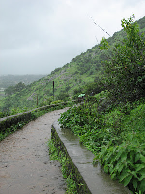 Way to Bhaja caves