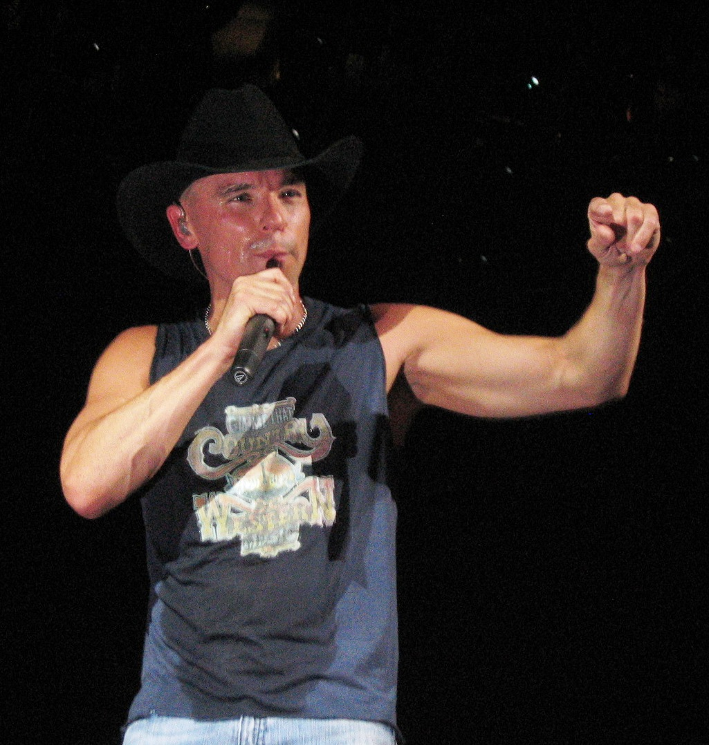 Kenny Chesney: BrushingOff.com: Man Who Made Living Cutting The Sleeves