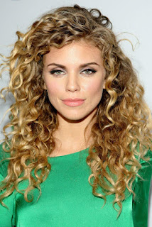 Women Long Curly Hairstyles on Luxury Look