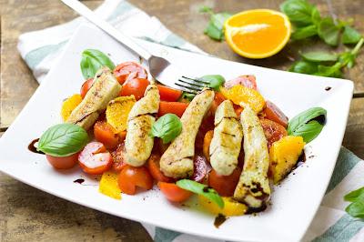 Tomaten-Orangen-Salat mit Bratstreifen