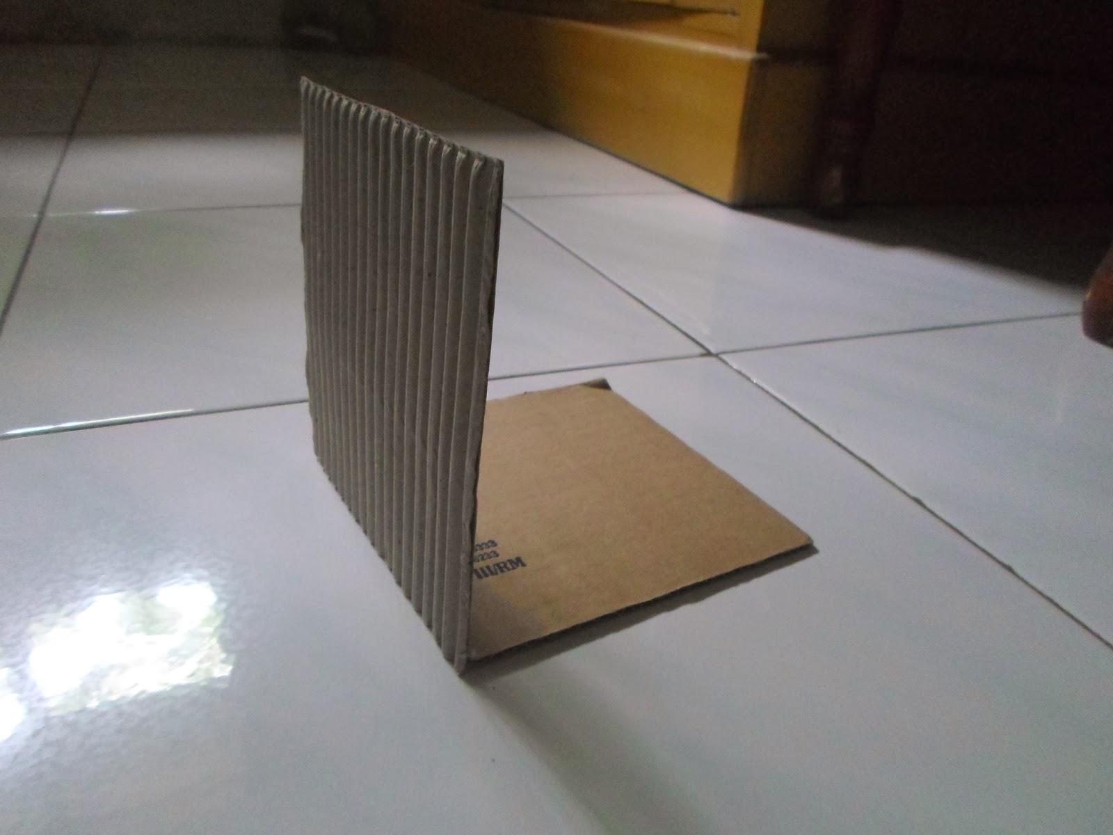 ARTEPINK: Membuat Tempat Pensil dari Kardus Bekas