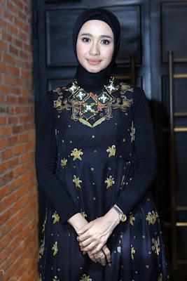Artis cantik Hijab laudya cynthia bella tattoo