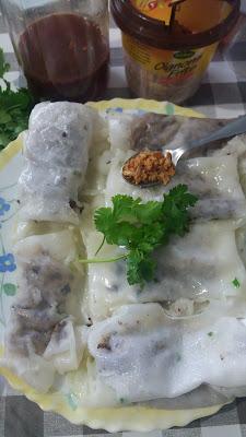 Bánh cuốn - Raviolis vietnamiens ; Bánh cuốn - Raviolis vietnamiens