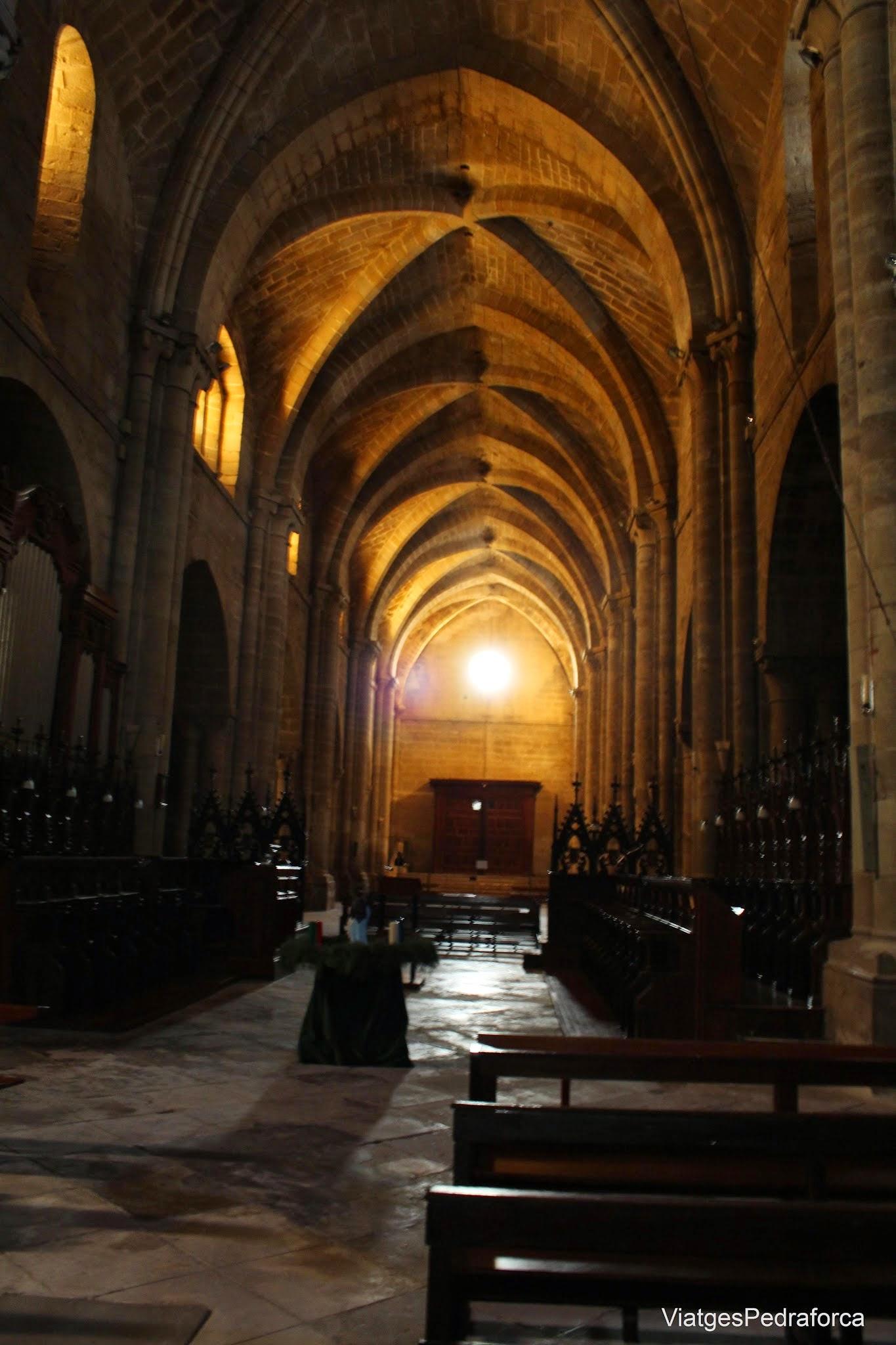 Nave central de la iglesia del Monasterio cisterciense de la Oliva Navarra