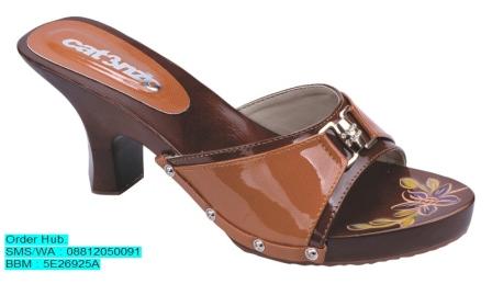 Sandal Kelom Kayu Catenzo YT 039