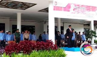Bupati Gayo Lues H Muhammad Amru, saat memimpin upacara apel peringatan Hari Bela Negara Ke-70 Tahun 2018 yang dilaksanakan di halaman Kantor Bupati Gayo Lues, Rabu (19/12/2018).