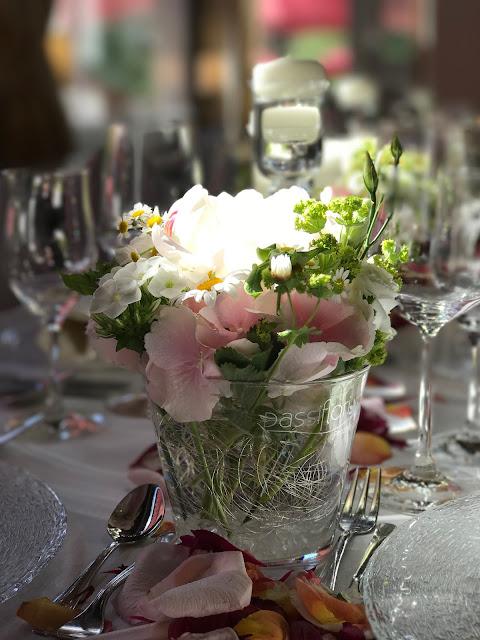 Tischdekoration, Berghochzeit am Riessersee in Garmisch-Partenkirchen, Bayern, Hochzeitshotel, Hochzeitsplanerin Uschi Glas, Apricot, Rosé, Marsalla, Pastelltöne