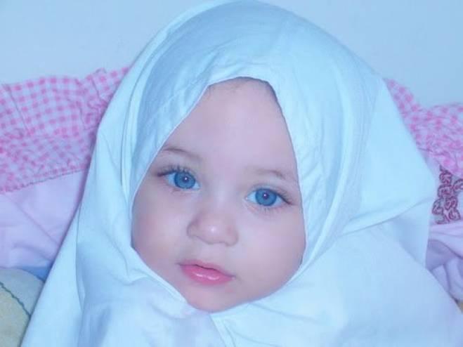 فتاه تري الملائكه بين الحقيقه والخيال... وسبب هو عندما كانت امها حامل بها...سبحان الله