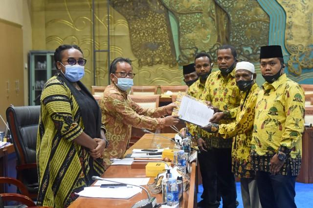 Sugeng Suparwoto Terima Audiensi Masyarakat Suku Sebyar, Teluk Bintuni ke Komisi VII DPR RI