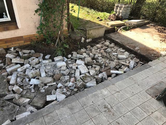 Bauschutt als Fundament für die neue Terrasse (c) by Joachim Wenk