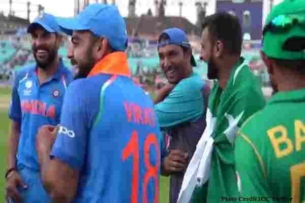 पहले बल्ला पटकते थे लेकिन इस बार हार के बाद पाकिस्तानी खिलाडियों के साथ जमकर ठहाके गए विराट ने