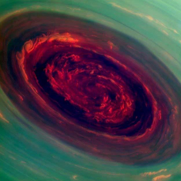 furacão em saturno